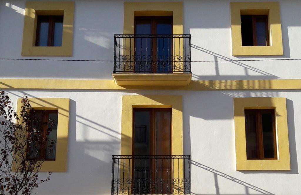 sun and co house